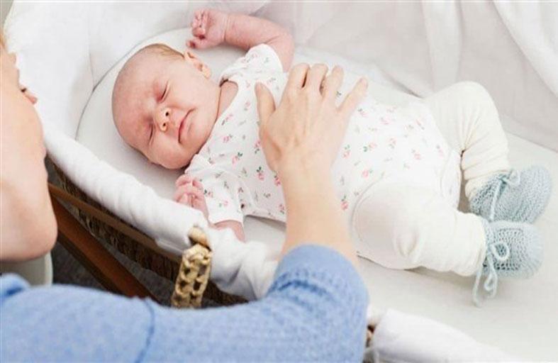 تغيير وضعية جسم الرضيع يحمي رأسه من التشوهات