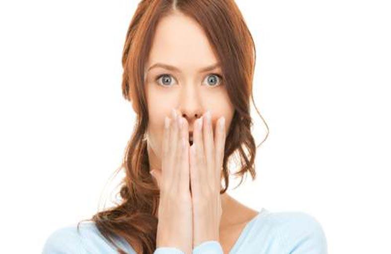 رائحة الفم الكريهة: طبيب يطلعك على كيفية التخلص منها