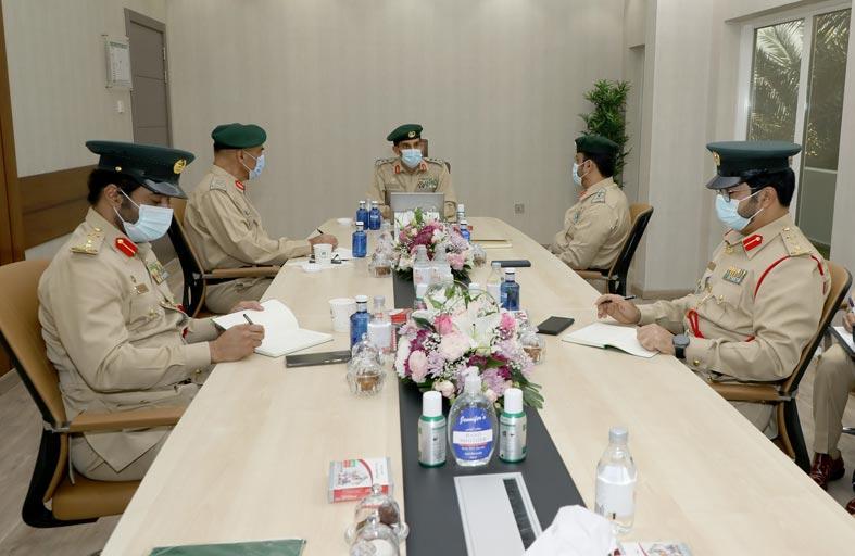 الفريق المري يتفقد الإدارة العامة للتدريب في شرطة دبي