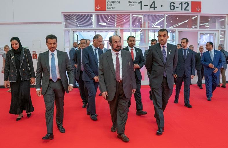 حاكم الشارقة يزور معرض فرانكفورت للكتاب ويتفقد جناح الإمارة والأجنحة الإماراتية والعربية