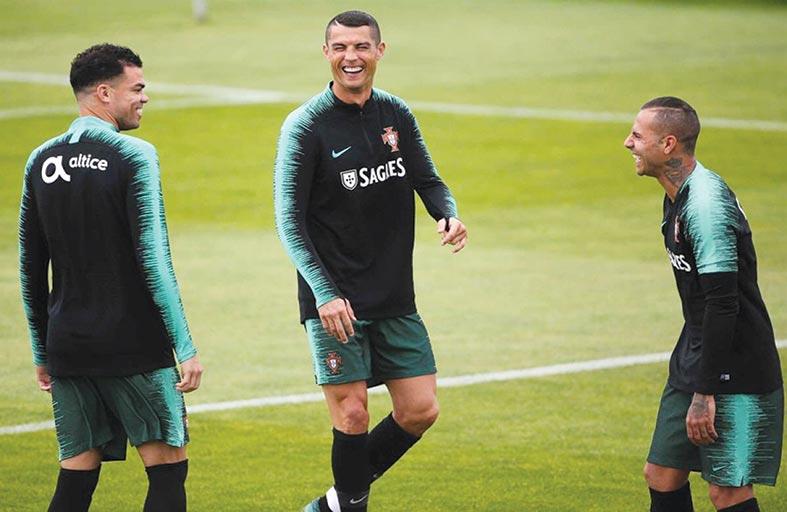 رونالدو يلتحق بمعسكر المنتخب البرتغالي