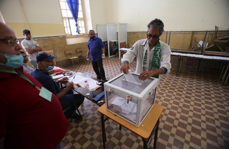 الأحزاب الفائزة بالانتخابات التشريعية الجزائرية ترحّب بالنتائج