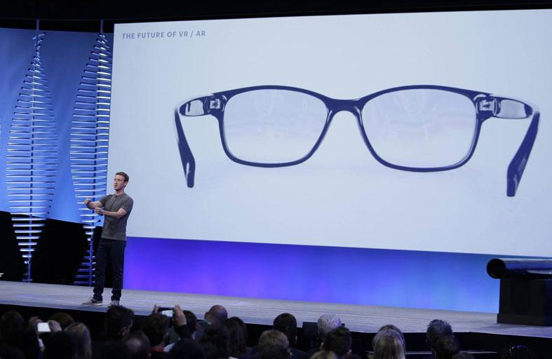 تجهز للتخلي عن هاتفك نهائيا.. فيسبوك تريد استبداله بنظارتها الذكية