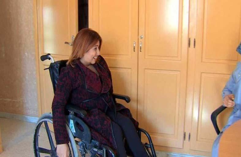 مذيعة تتحدى الإعاقة وتكسب ثقة زملائها