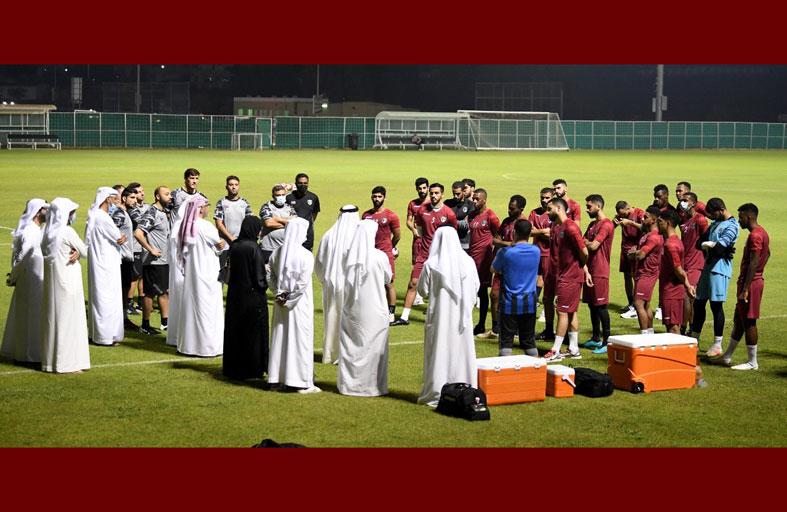 إدارة الإمارات تؤكد وقفتها مع المدرب واللاعبين