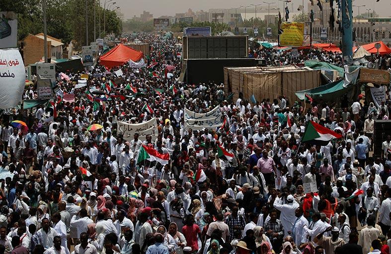 السودان إلى أين بعد سقوط عمر البشير؟