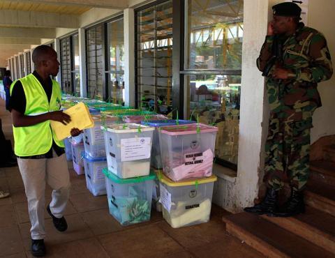 كينياتا يتقدم في انتخابات كينيا