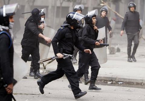 مرسي يرفض حكومة إنقاذ وطني ويعتبر تشكيل الوزارة مهمة البرلمان