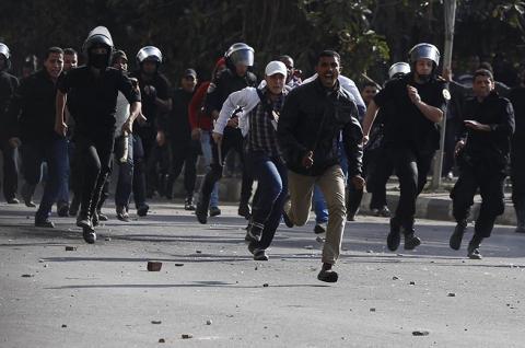 مرسي يحذر من مخططات لشق الصف الوطني
