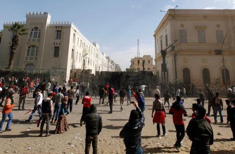 براءات بالجملة بقضايا قتل الثوار في مصر