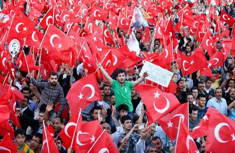 الشرطة تفرق مظاهرة في أنقرة ومحاكمة محتجين