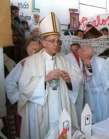 الفاتيكان يعتبر الاتهامات ضد البابا افتراءات
