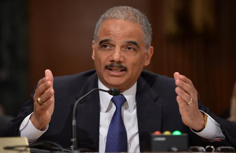 وزير العدل الأمريكي يدعو لمحاسبة سنودن