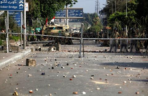 الجيش يحبط مؤامرة الاخوان ويحذر من العبث بالأمن القومي