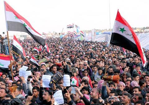سياسيون ومعتصمون يشككون بدعوة المالكي للحوار