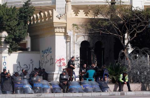 الهدوء يعود لمحيط الاتحادية في القاهرة