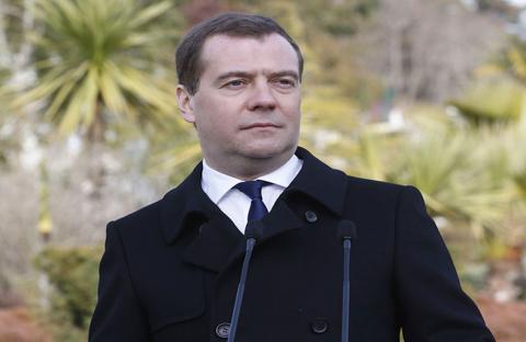 مدفيديف يشكك بشرعية السلطة الجديدة في أوكرانيا