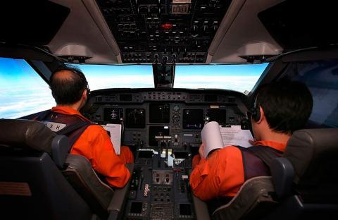 أنور إبراهيم: ماليزيا تخفي معلومات عن الطائرة المفقودة