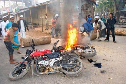 شرطة بنغلادش تنتشر لمنع العنف