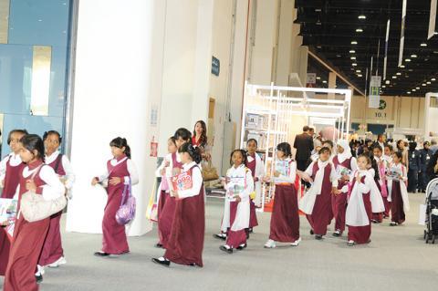 براعم الإمارات يتوافدون على معرض الكتاب