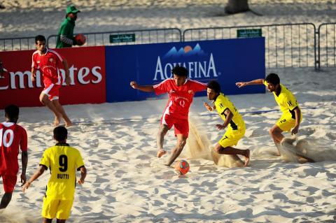 انتصاران ثمينان للنصر والفجيرة والأهلي أول المتأهلين إلى نهائيات دوري الكرة الشاطئية