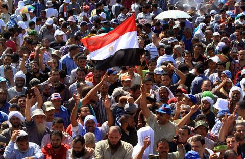 هدوء حذر يخيم على ميادين التظاهر في مصر