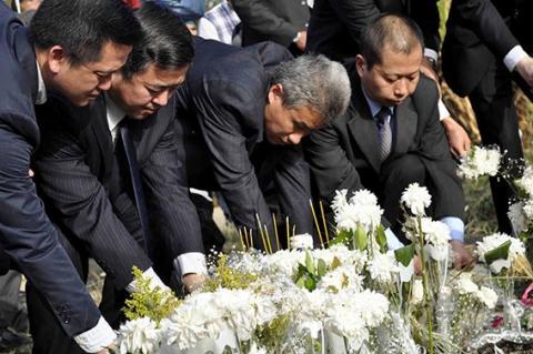 تكريم ضحايا حادث المنطاد في الأقصر
