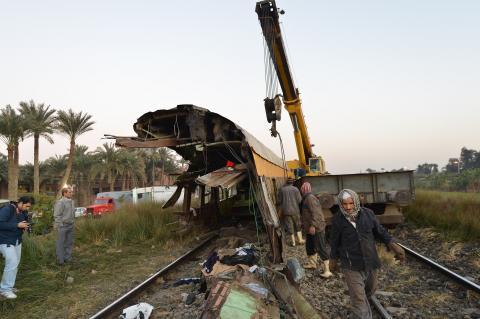 القوات المصرية تنفي أن يكون قطار البدرشين حربياً