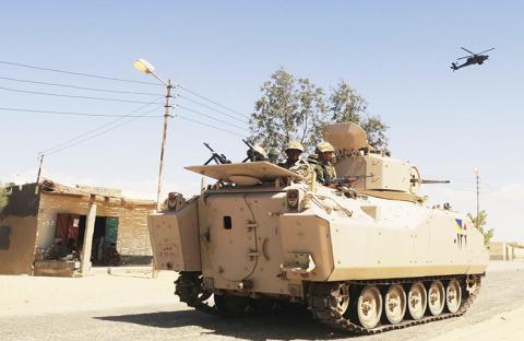 الجيش المصري يدك معاقل الإرهابيين في سيناء
