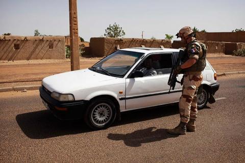 البرلمان الألماني يوافق على إرسال جنود .. معارك ضارية في مالي والمسلحون يرفضون الاستسلام
