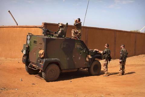 إسبانيا تفك الحظر عن تعاونها مع مالي