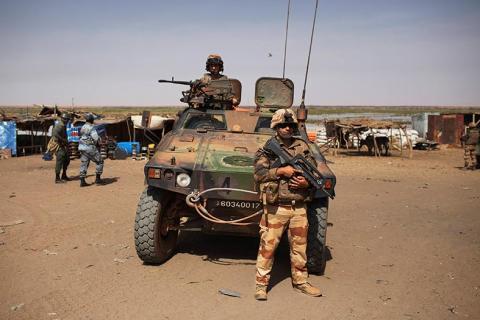 مقتل عشرات المسلحين وجندي فرنسي بمالي