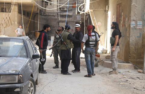 الجيش الحر يتوعد حزب الله بالهزيمة في القصير
