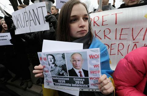 بوتين يرسم الأحداث في أزمة أوكرانيا