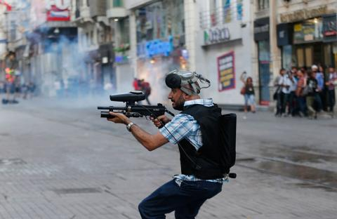الشرطة التركية تفرق محتجين في منتزه غيزي