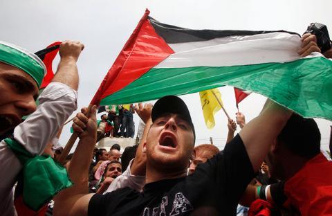 تظاهر آلاف الفلسطينيين في غزة رفضاً للمفاوضات