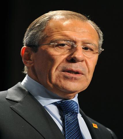 لافروف يحذر من خطورة اللعبة الخارجية بسوريا