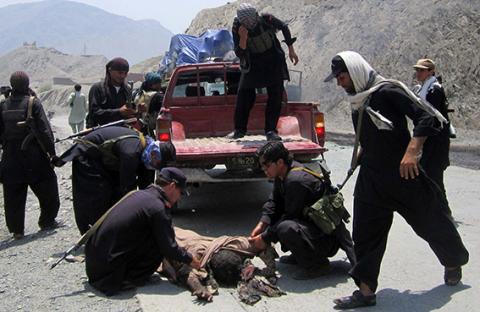 ثلاثة قتلى بهجوم على موكب للناتو في باكستان