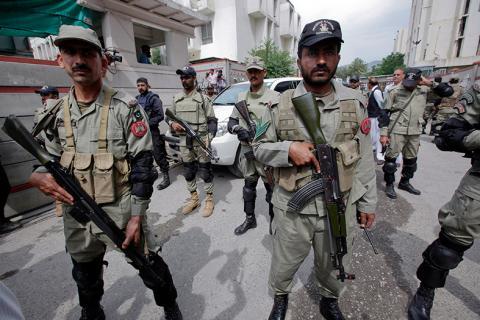 مقتل 4 شرطيين و3 مسلحين في باكستان