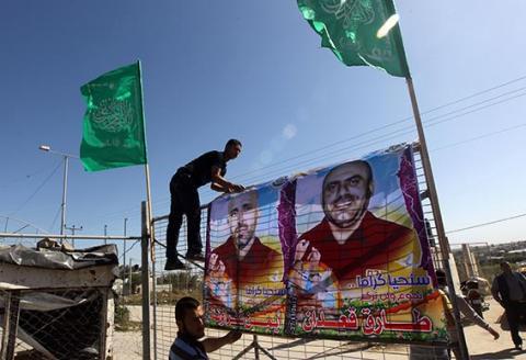 132 استشهدوا نتيجة الإهمال الطبي وإطلاق النار عليهم .. عشرات الأسرى الفلسطينيين قضوا تحت التعذيب
