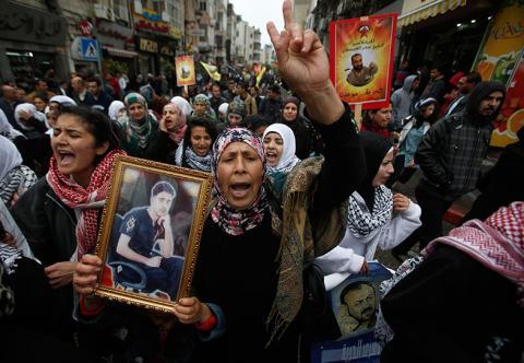 الضفة وغزة تحيي يوم الأسير الفلسطيني