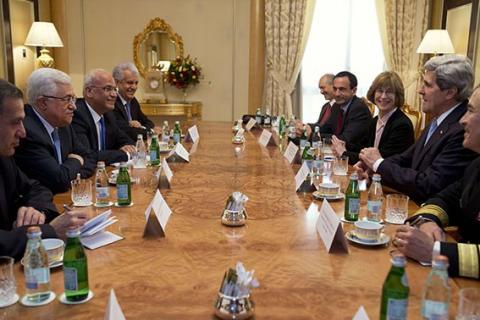 كيري يلتقي الرئيس الفلسطيني في الرياض