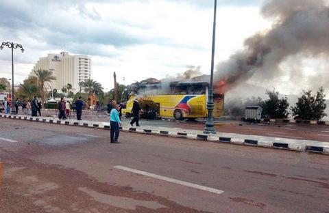 مقتل وإصابة 17 سائحاً بتفجير إرهابي لحافلتهم في طابا