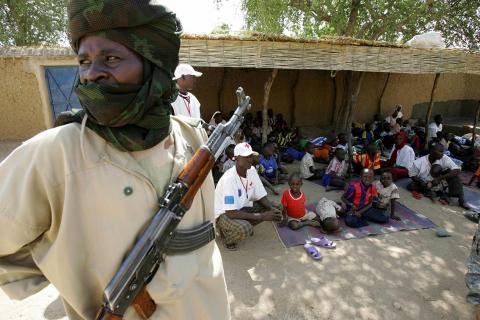100 ألف يفرون من قتال في دارفور