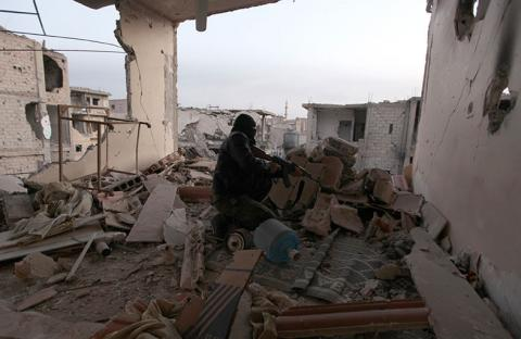 قتلى في ريفي دمشق وحمص والمعارضة تتقدم بالقنيطرة