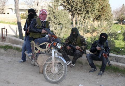 أمنستي تدعو للحذر عند تسليح ثوار سوريا