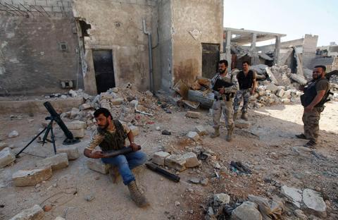 تحليل: تسليح ثوار سوريا غير كافٍ