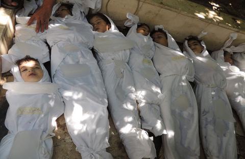 دعوة لأوباما لنزع كيميائي سوريا وعدم الثقة ببوتين