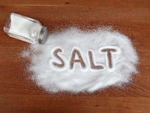 الملح الكثير قد يهدد حياة الأطفال