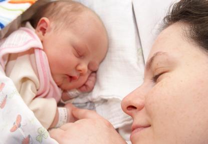 الأبوان الجدد يفقدون 4 ساعات نوم كل ليلة